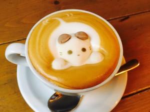 小さなねこをカフェラテに召喚