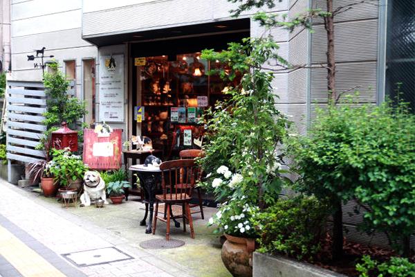 ドッグカフェと犬猫雑貨の専門店 CORE